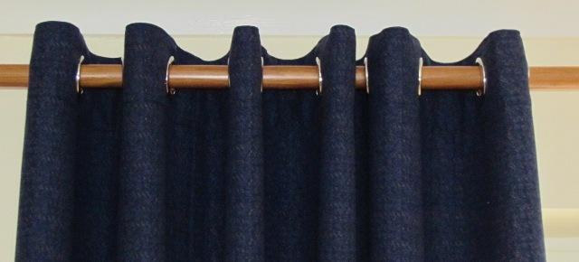 Eyelet curtains do not use hooks or rings.